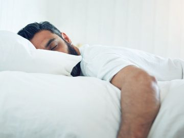 اسباب التعرق الزائد اثناء النوم