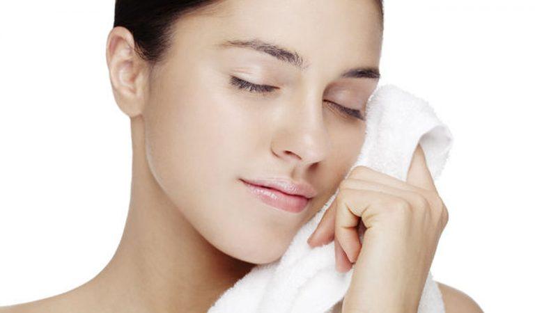 طريقة تنظيف الوجه – تعرفوا على أفضل طرق تنظيف الوجه