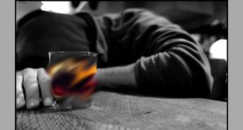 لماذا تدمن المرأة على الكحول؟