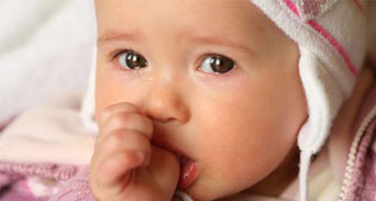 خمس طرق لتهدئة بكاء الأطفال الرضع