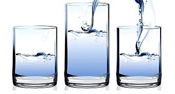 كيف يمكن لـ8 أكواب من الماء يومياً أن تخلصك من الدهون