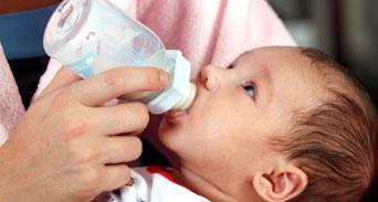 زجاجة حليب الطفل دليل يساعدك في الاختيار الأفضل