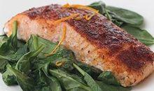 سمك السلمون مخبوز أو مشوي