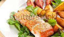 سمك السلمون المخبوز أو المشوي