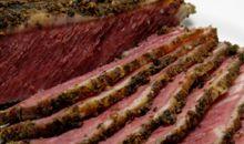 لحم بقر مقطع إلى شرائح رقيقة