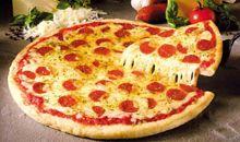 السعرات الحرارية في البيتزا مع الجبن والبيبروني