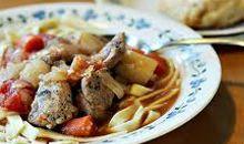 مرق أو حساء لحم البقر أو الدجاج