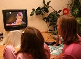 مشاهدة التلفاز لساعات طويلة يعرض صحة قلب الطفل للخطر