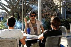 جامعة كاليفورنيا تحظر التدخين نهائياً داخل الحرم الجامعي